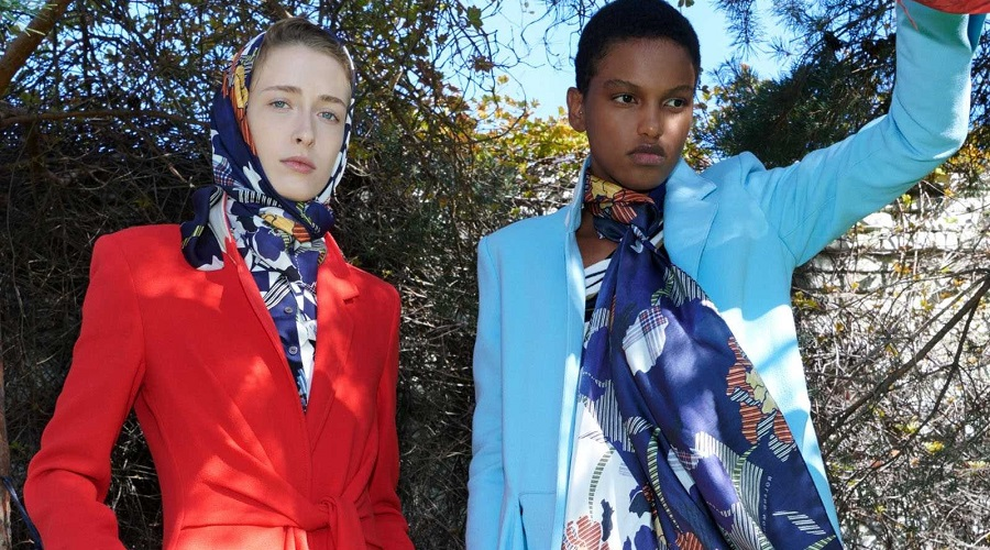 stylish coats in blue and red from Roland Mouret